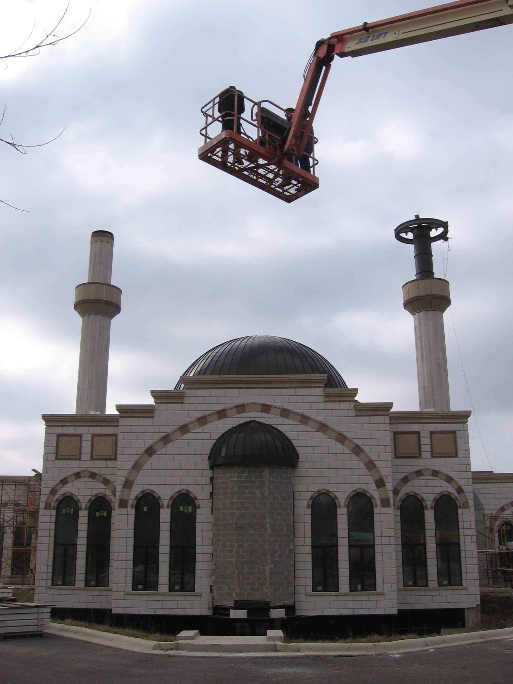 Ffilming oustide the DarusSalam Foundation mosque in Lombard, Illinois with a 5d mark ii DSLR. Chicago Illinois mosque nonprofit fundraising video.
